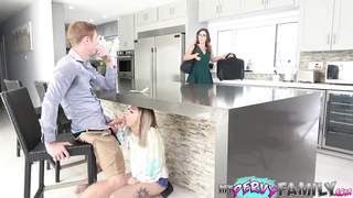 xvideo family xxx, sis sex in front of mom
