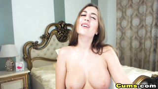 Sexy Babe Play her Tight Pussy live