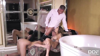 Bathing threesome sex 2019 Heidi Van Horny, Lady Dee