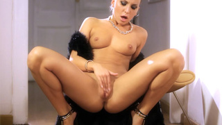 Gorgeous blonde masturbates in a dream