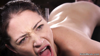 Mimmified brunette gets whipped