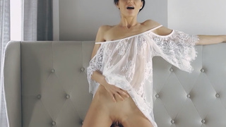 Cute pornstar Arian likes to dance before the fuck