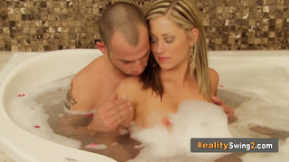 Steaming hot couples play in orgy
