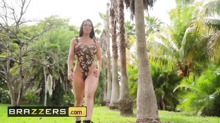 Brazzers - Phat Ass Pornstar Rachel Starr Works out Outdoors