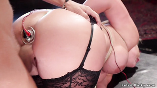 Teen and stepmom getting ass to mouth