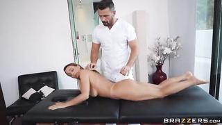 Serviced In Her Room (2019) Manuel Ferrara, Abigail Mac - Brazzers, Dirty Masseur
