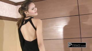Super hot Asian model knows to suck