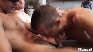 Muscle Amateur Threesome And Facial