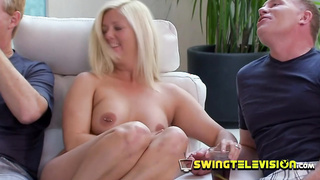 Topless swinger babe is craving for sex