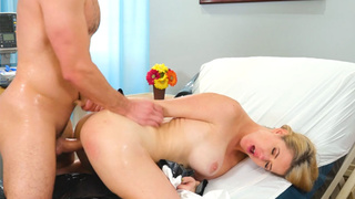 Big ass MILF came to a therapy to professional guy