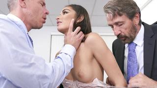 Emily Willis perfekter Latina-Arsch wird von BBC klafft und ruiniert