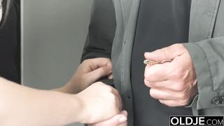 Real Estate Agent Fucks his client for less money pussy fuck blowjob xxx