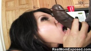 RealMomExposed  Kendra goes wild over the
