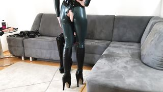 Bupshi - education of submissive latex slut