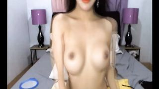 Gorgeous Shemale make strip dance and masturbate on cam