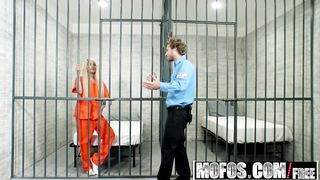 The cop is having sex with a prisoner - Elizabeth Jolie