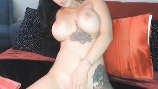 Sexy Babe Loves Playing with Her Clits