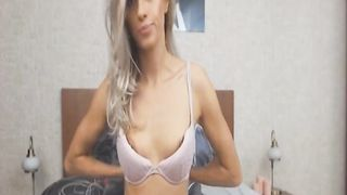 Seductive Babe Finger Fucks Her Pussy on Cam