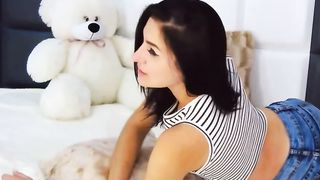 Pretty Teen Plays Her Ass and Pussy