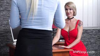 VIPissy drenching the PA lesbian piss