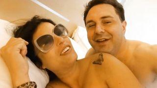 Sara Tommasi pompino ad Andrea Diprè con scopata e mestruazioni complete film HD 720p