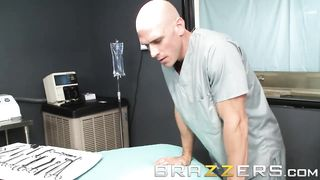 Brazzers - Sexy nurse fucks with a doctor in the Medical Hospital - Dani Daniels, Johnny Sins - HD 720p