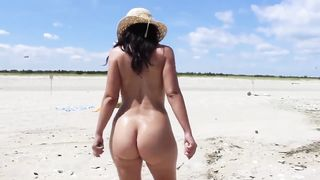 22yr girl nude at the beach
