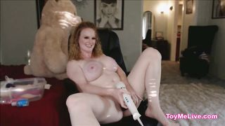 Mommy Masturbating All Day in Her Chair on Cam