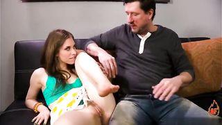 padre folla con su hija mal sub español