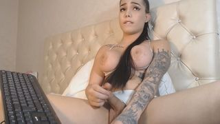 Gorgeous Shemale Upload Her Video And Makes Some Fun